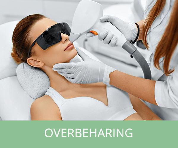 Afbeelding waarop een vrouw door middel van lasertherapie behandeld.